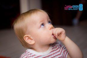 مکیدن انگشت توسط نوزاد